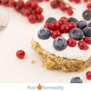 Fruit ontbijt taartje havermout - gezonde voeding en geluk